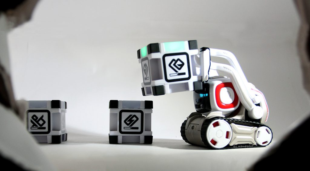 Anki Cozmo Playing